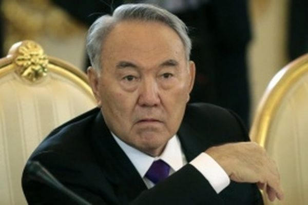 Сенат Казахстана попросил Назарбаева назначить дату досрочных президентских выборов