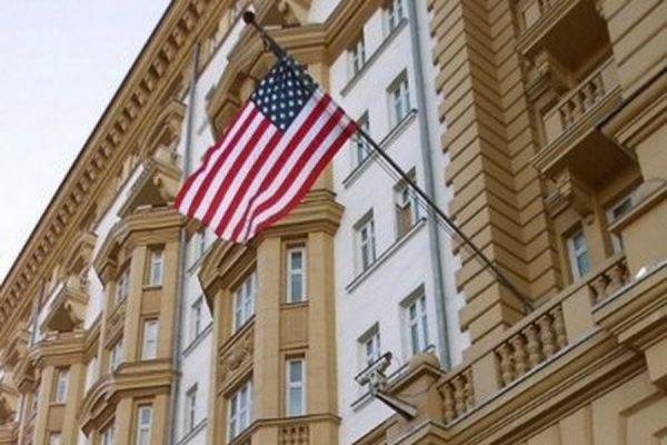 В Москве голый мужчина пытался проникнуть на территорию посольства США