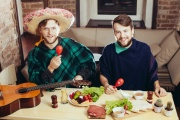 В мужской праздник екатеринбуржцы вооружатся сковородками и приготовят для женщин блюда изысканной полевой кухни