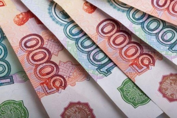 Доллар и евро в начале торгов на Московской бирже подорожали почти на 2 рубля