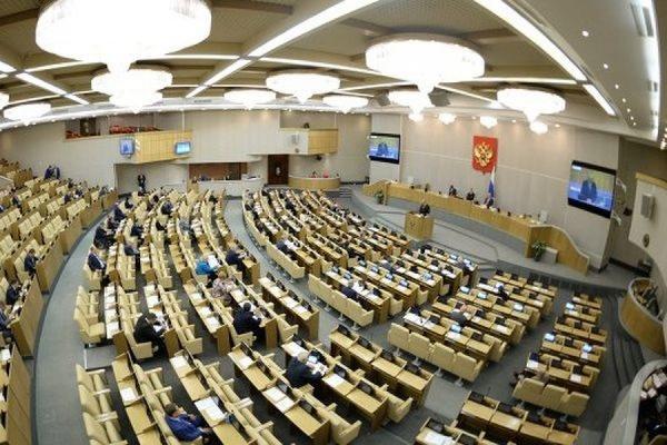 Депутатам Госдумы РФ могут сократить зарплаты на 10%