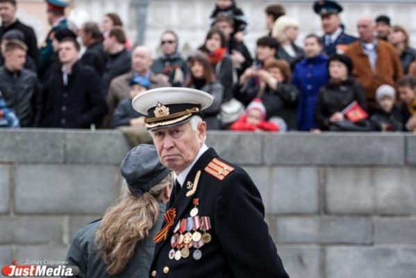 Екатеринбургские ветераны получили первые юбилейные медали