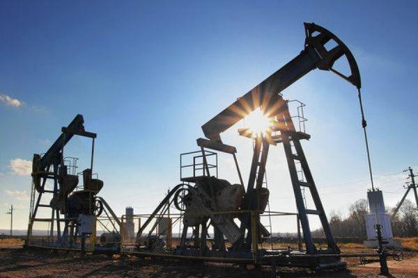 Мировые цены на нефть снижаются на фоне статистических данных по ее запасам в США