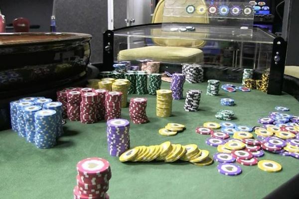 Полицейские нашли на Репина пустое казино и ликвидировали его