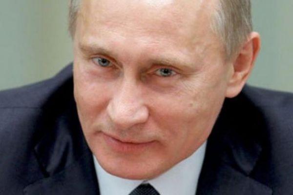 Путин объявил о сокращении зарплат в администрации президента на 10%