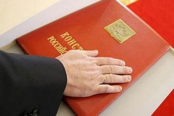 В Госдуме предлагают обязать министров и депутатов присягать на верность родине