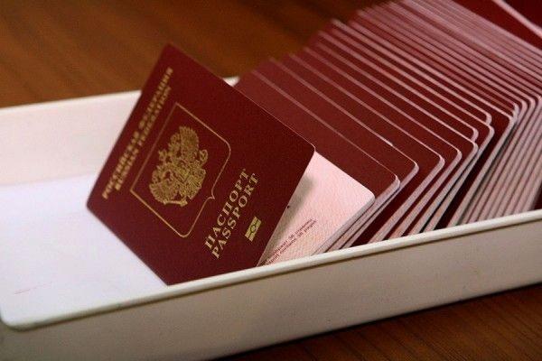 С 1 марта россияне смогут въехать на Украину только по загранпаспорту