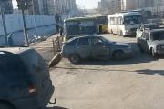 В Екатеринбурге «Мерседес» вколотил «Ладу» в маршрутный автобус