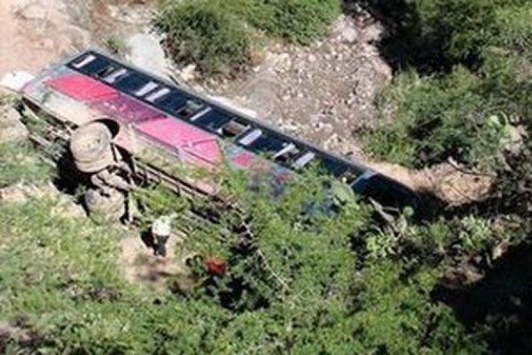 В Китае автобус с оперной труппой упал в пропасть, 20 человек погибли