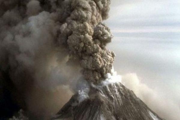 Поселок Усть-Камчатск накрыло слоем пепла из-за извержения вулкана Шивелуч
