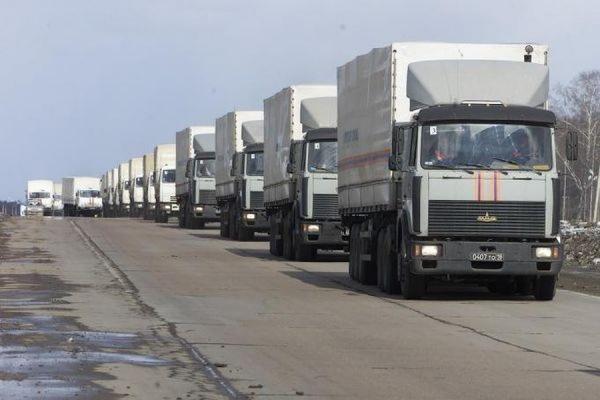 Автоколонна МЧС РФ доставила гуманитарную помощь в Донецк и Луганск