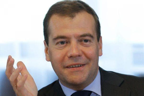 Медведев заявил, что власти РФ не будут повышать налоги и вводить новые сборы
