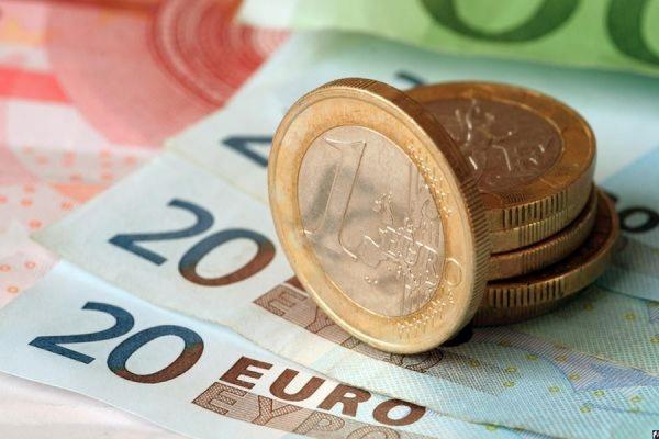 Официальный курс евро упал до 69,11 рубля