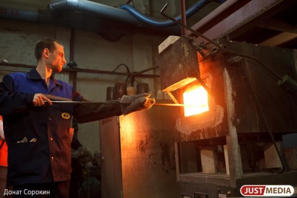Кризис заставил работать вполсилы более 10 тысяч работников свердловских предприятий