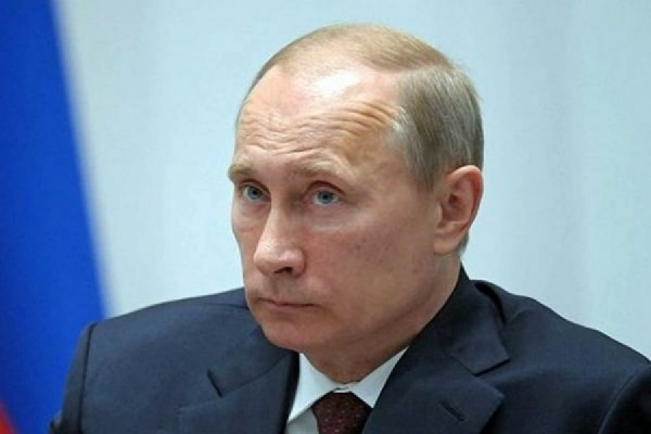 Путин урезал себе зарплату на 10%