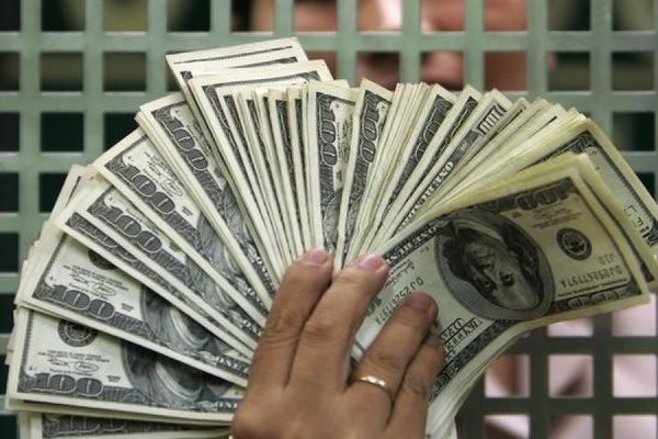 Курс доллара опустился ниже 60 рублей