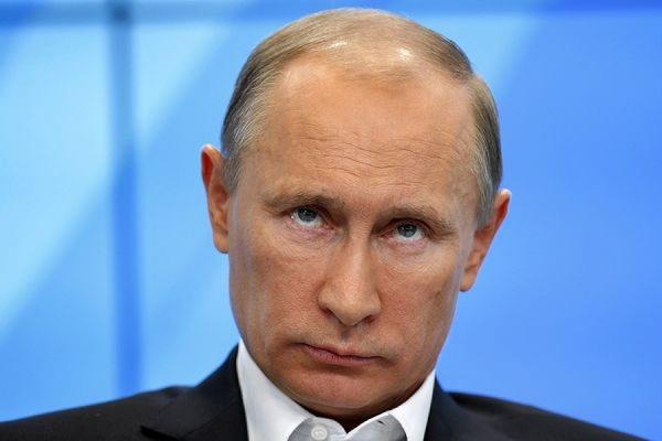 В Кремле призвали работодателей не сокращать зарплаты по примеру Путина