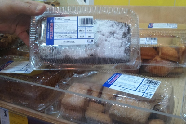 Посетитель «Монетки» едва не купил накануне 8 марта кекс с плесенью