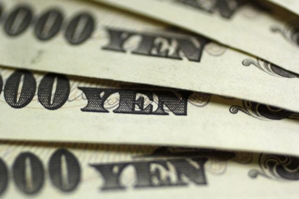 Доллар вырос к иене до максимума