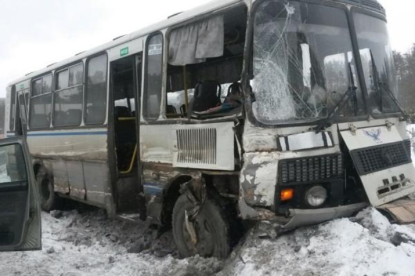 В столкновении КАМАЗа и автобуса вблизи Первоуральска пострадал ребенок-пассажир