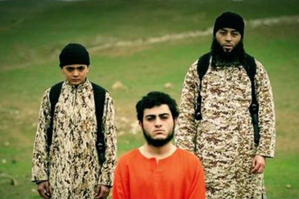«Исламское государство» опубликовало видео, на котором ребенок убивает заложника