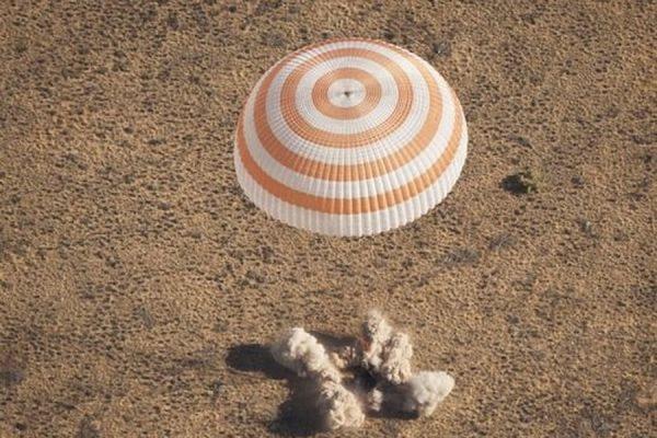 «Союз» с экипажем МКС на борту успешно приземлился в казахстанской степи
