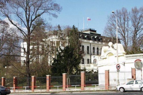 Чешская контрразведка заподозрила трех российских дипломатов в шпионаже