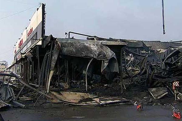 Число погибших при пожаре в ТЦ «Адмирал» в Казани достигло 10 человек