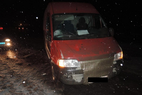 Ночью на трассе М5 водитель минивена насмерть сбил девушку
