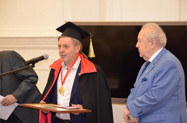 Главный художник Свердловской драмы стал почетным членом Российской академии художеств