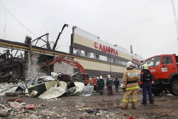 Во время пожара в казанском ТЦ погибли 16 человек