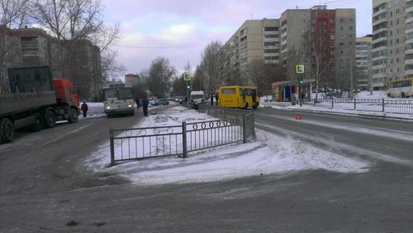 На Елизавете лоб в лоб столкнулись маршрутка и автобус
