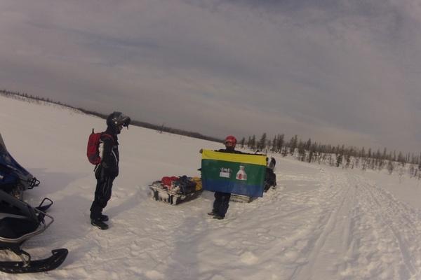 Туристы из Екатеринбурга на снегоходах прокладывают путь до Северного Ледовитого океана