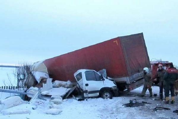 В крупном ДТП под Брянском погибли 16 человек