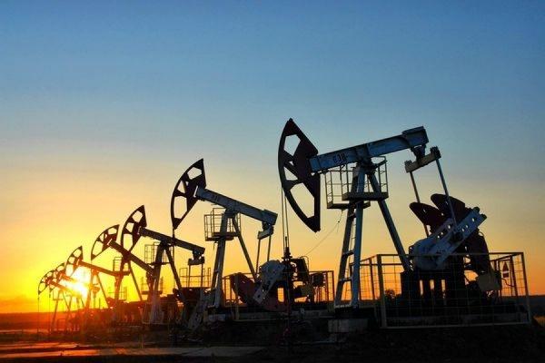 Нефть марки Brent дешевеет в преддверии публикации данных по её запасам в США
