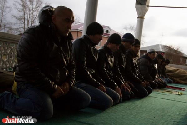«В Екатеринбурге острый дефицит мечетей». За культовой сооружение на проспекте Космонавтов борются две мусульманские организации