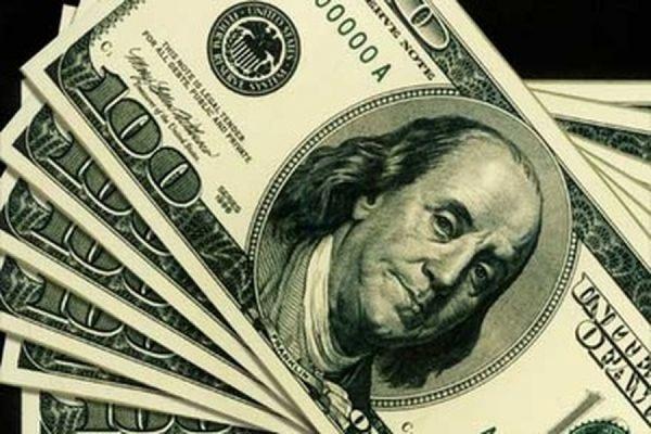 Банк России снизил официальный курс доллара до 61,7510 рубля