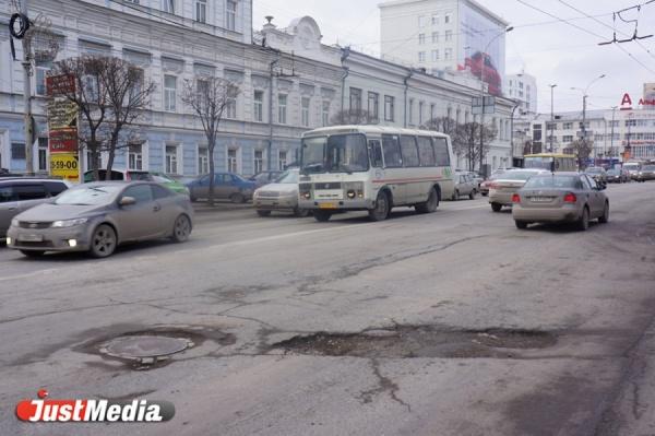 Макаровский мост, Новосибирская 2-я и еще 15 объектов. Мэрия назвала дороги, на ремонт которых Куйвашев не дал денег. СПИСОК