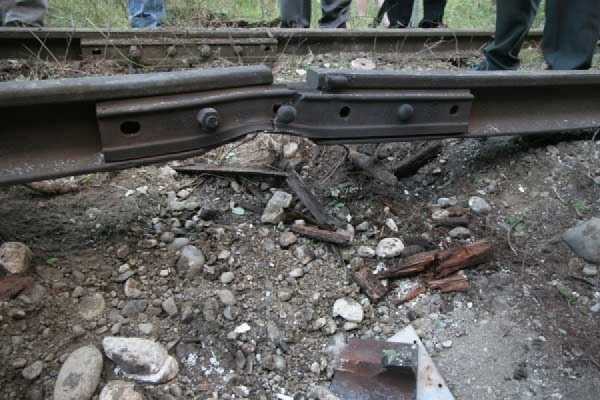 На железной дороге между ЛНР и Украиной произошел взрыв
