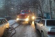 На Сортировке в пожаре погибла пенсионерка. Огнеборцы не могли проехать по двору из-за припаркованных автомобилей