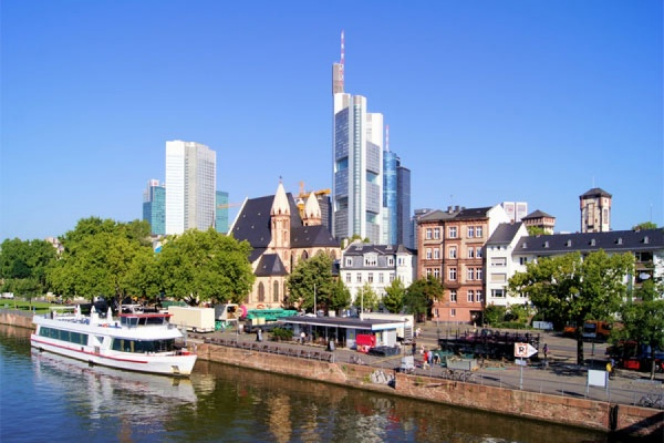 Во Франкфурте-на-Майне проходят протесты против политики ЕЦБ