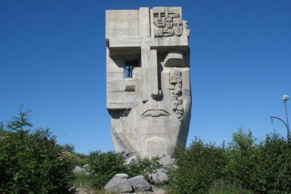 В Екатеринбург везут капсулы с землей из Магадана и Воркуты. Их заложат в основание «Маски Скорби» Эрнста Неизвестного
