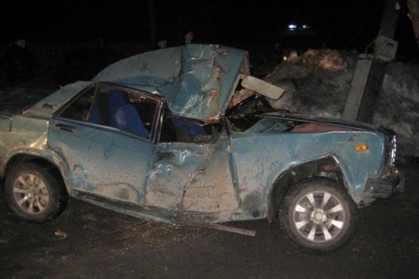 В Серове, врезавшись на «семерке» в столб, погибли две девушки. Еще одна госпитализирована