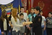 Екатеринбургским школьникам подарили книгу об истории МВД России с автографом Михаила Бородина