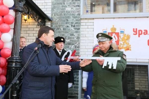 Пиар-блок Куйвашева подставил своего шефа. Губернаторский дом для подводников оказался в два раза меньше, а люди в нем живут уже год