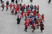 Казачья кадриль и русский хоровод. В центре Екатеринбурга прошел фольклорный флешмоб