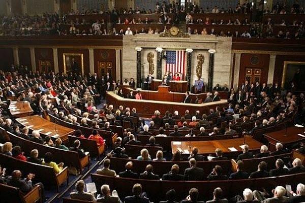 Конгрессмены США призывают начать поставки оружия на Украину