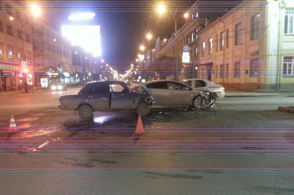 Поворот не туда. В центре Екатеринбурга в ДТП пострадали два человека
