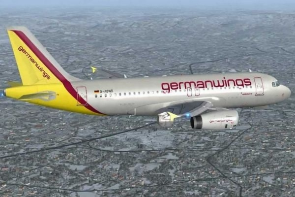 Перед падением Airbus один из пилотов вышел из кабины и не смог вернуться