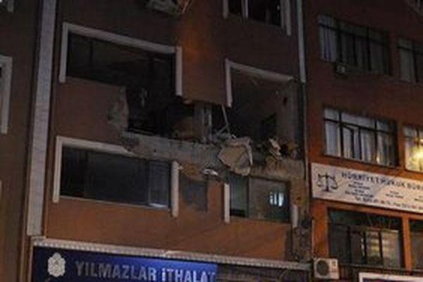 В Стамбуле в редакции исламистского журнала Adimlar прогремел взрыв